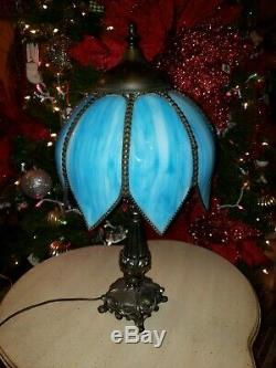 Classic Vintage 8 Panel Slag Tulip Stained Glass Shade / Ornate Base Table Lamp